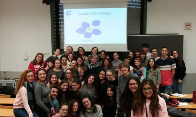 PETALES España trabajando mano a mano con los futuros Maestros